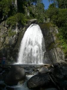 Водопад Корбу на Телецком озере, Алтай