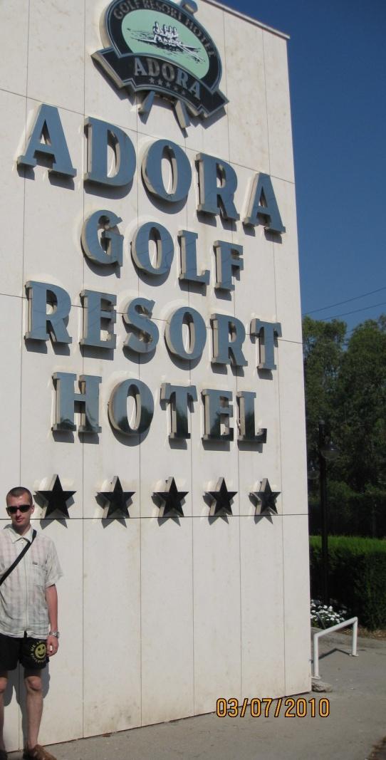 У въезда в отель Adora Golf Resort